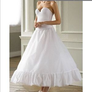 Dresses & Skirts - Ball gown crinoline skirt
